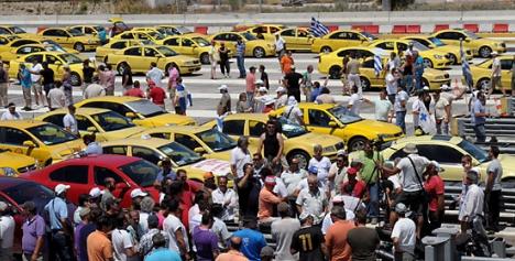 Κλιμακώνουν τις κινητοποιήσεις οι ιδιοκτήτες ταξί